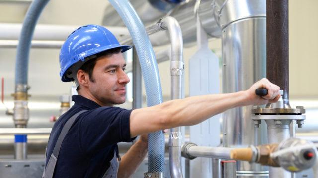 Monteur in der Industrie // Engineer in the industry
